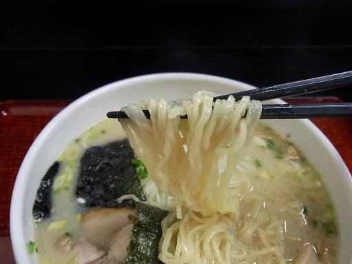 自家製のちぢれ細麺