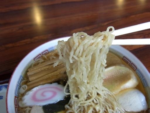強くちぢれた細麺