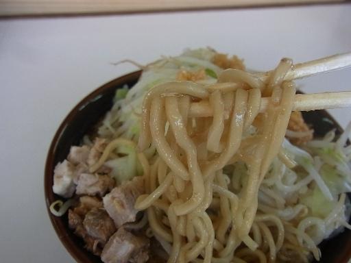 ウェーブした太麺