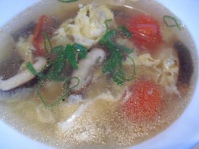 もこみち流 ふんわり玉子とプチトマトの中華風スープ