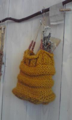 毛糸のバッグディスプレイ
