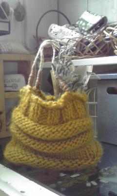 毛糸のバッグ