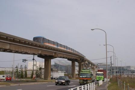 国際線ビルとモノレール
