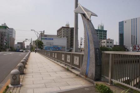 あなもり橋のモニュメント
