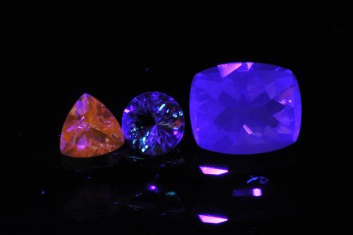 無色の裸石(蛍光ver1-1