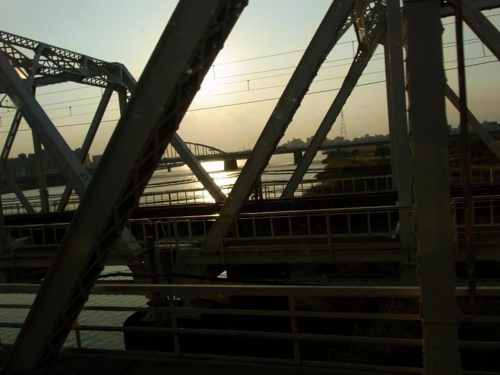 帰りの電車から、淀川を。
