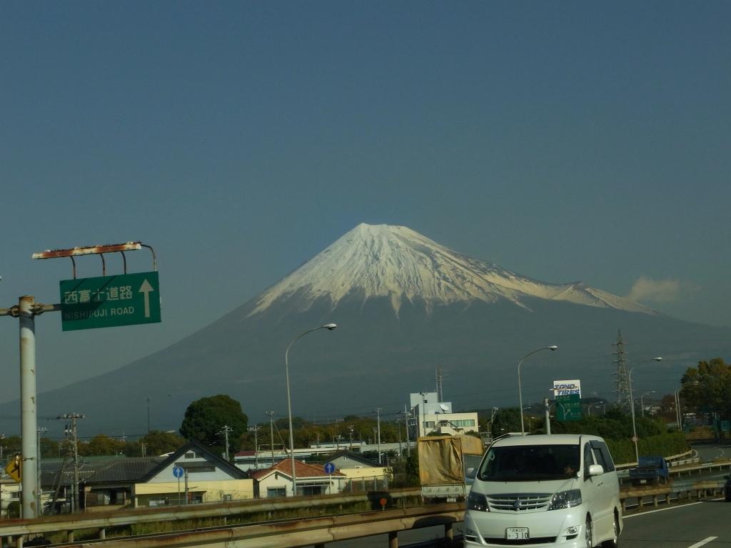 右のは噴火口の跡。