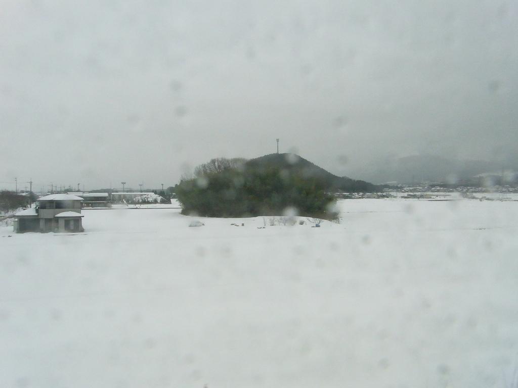 山を越えたらそこは雪国だった。