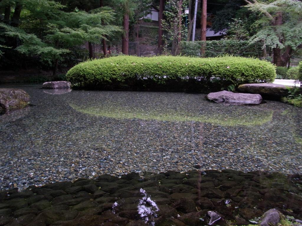 貯蔵庫奥の泉。