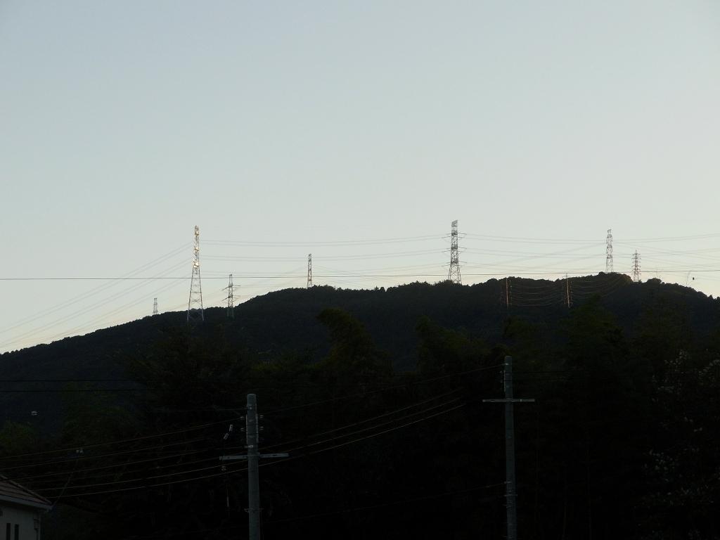 夕焼けの電線。