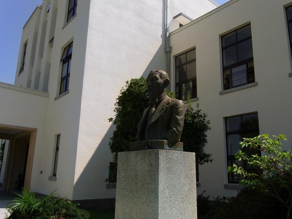 名物の銅像。