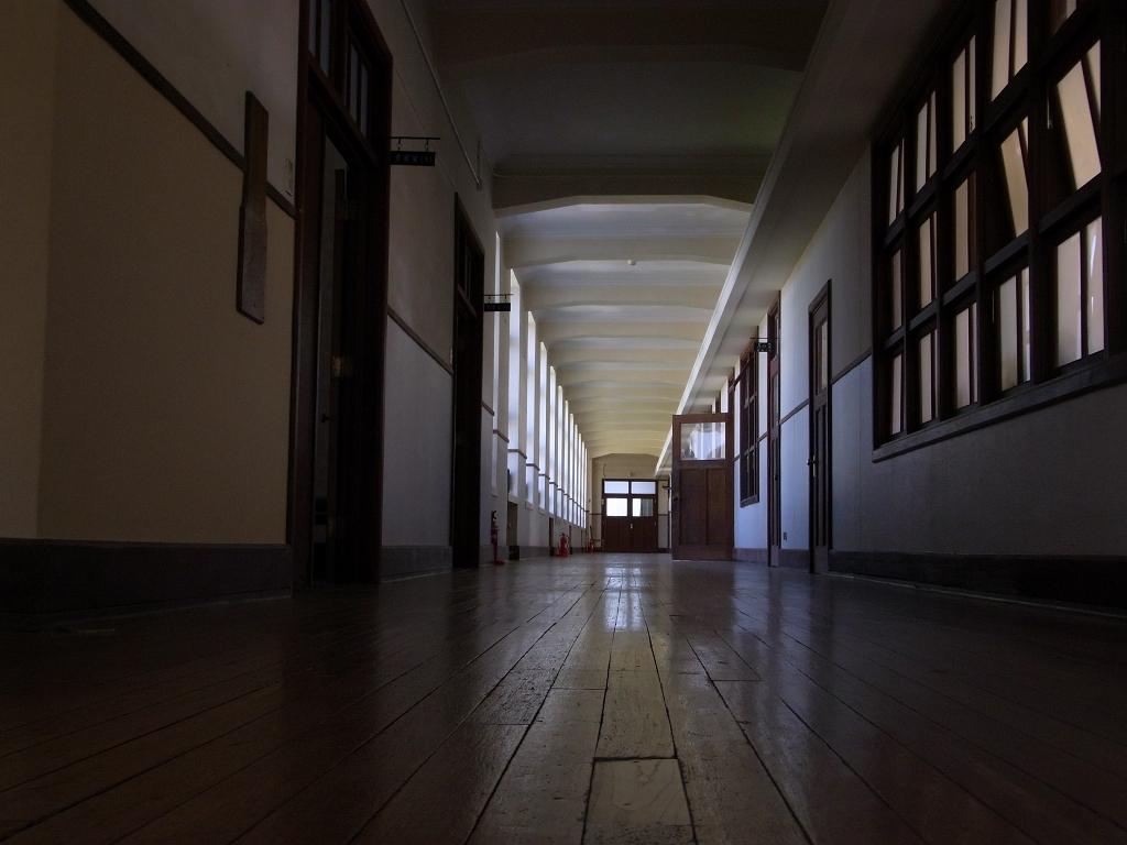旧豊郷小学校廊下。