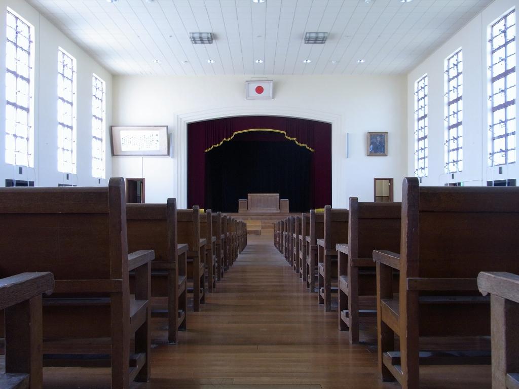 講堂内部。