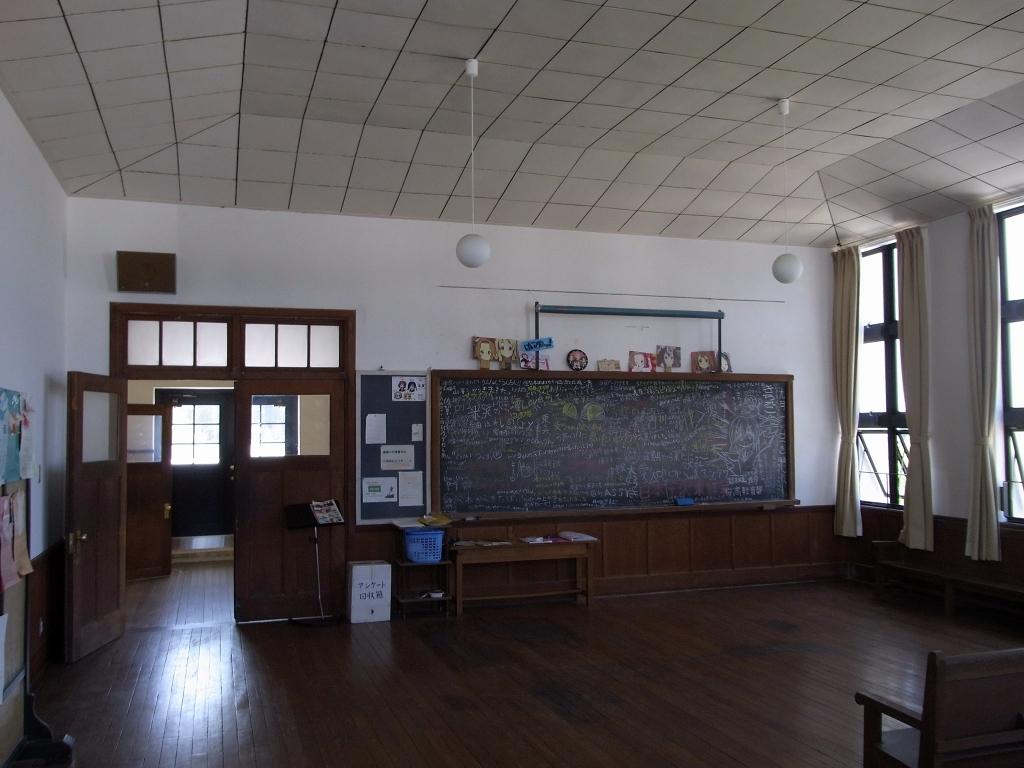 音楽室準備室内部。