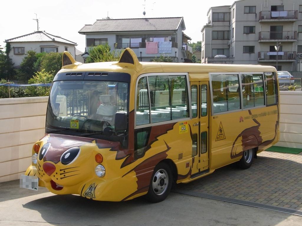 近所の猫バス。