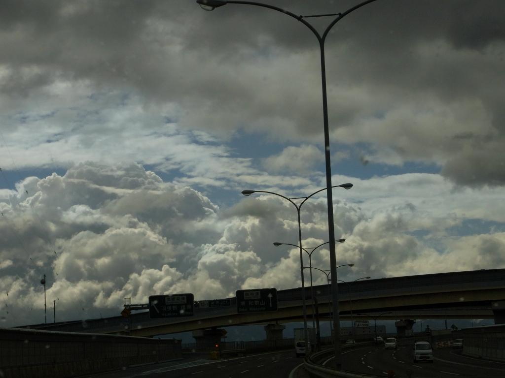 台風通過直後の空。