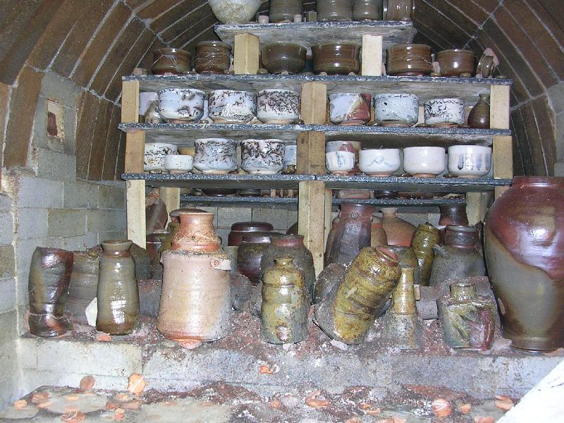薪窯の中の作品