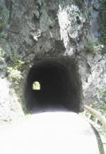 素掘りのトンネル1