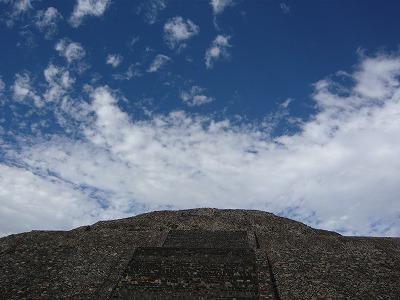 2度目の月のピラミッドの空