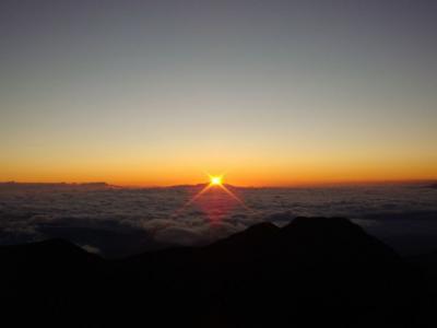 浅間山からのぼる朝日