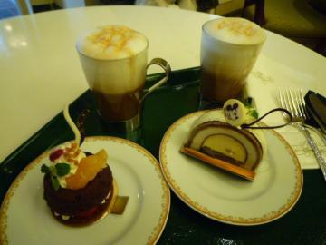 カフェラテとケーキ
