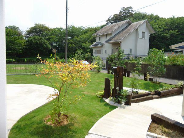 玄関から庭