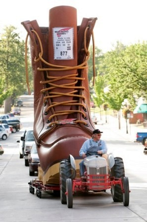 red-wing-shoes-flagship-store-2-thumb-500x753-3645.jpg