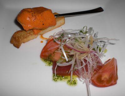 赤ピーマンのパテ、マグロのカルパッチョ