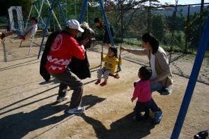 2009.10.12.・「祭りの朝、子供と獅子、孫とお祖父ちゃん」、3