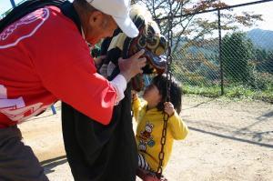 2009.10.12.・「祭りの朝、子供と獅子、孫とお祖父ちゃん」、4