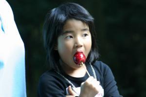 「姫りんご飴と少女」、2