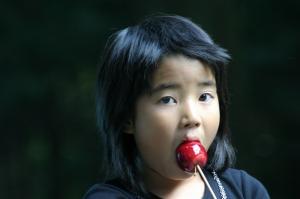 「姫りんご飴と少女」、3