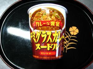 マルちゃん・東洋水産「カレーな饗宴、デミグラスカレー・ヌードル、甘口」、2