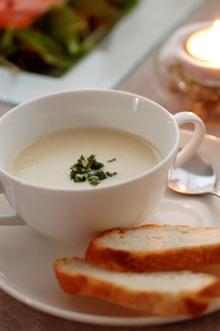 セロリとじゃがいものクリームチーズスープ