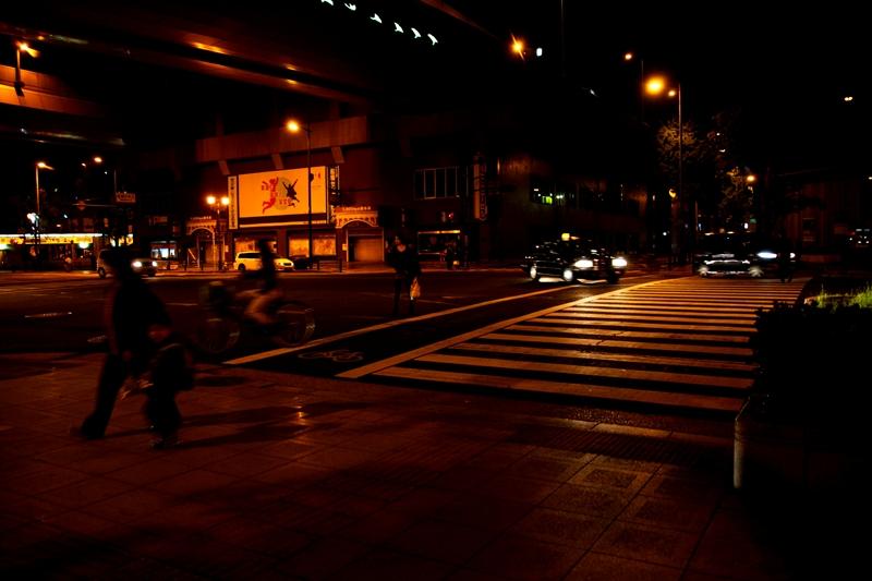 暮れて街角