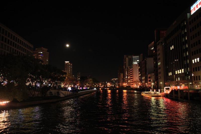 月も一緒に灯りの共演