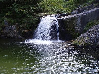 オホコ沢手前の大きな釜を持った2番目の滝