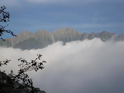 雲が晴れて穂高が現れる