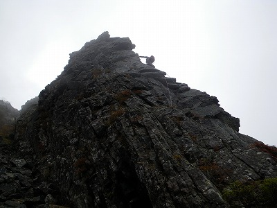 中央岩稜1P目上部
