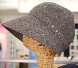 ウールの日よけ帽子