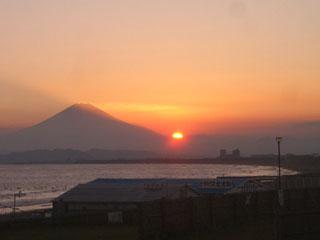 見事な夕日ざますね。