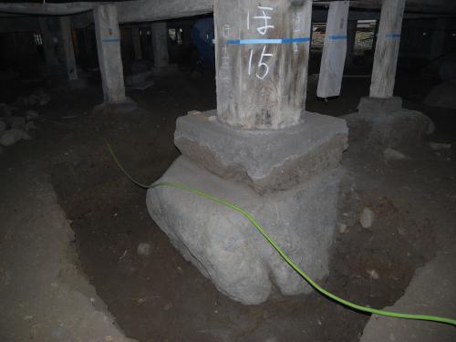 瑞泉寺 本堂 柱礎盤下玉石