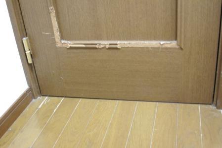 ドア 破壊