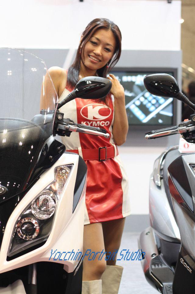 東京モーターショー2009コンパニオンKYMCO001
