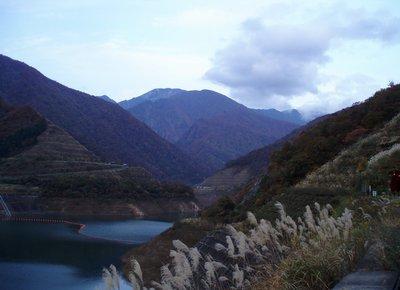 三国川(さぐりがわ)ダムより中ノ岳?