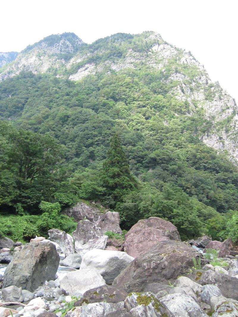 ヒスイ峡景色
