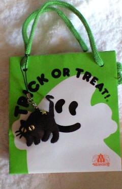 袋の裏側にはハロウィンを説明する文がビッシリ
