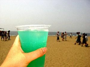 ビーチと酒とオレ(の手)