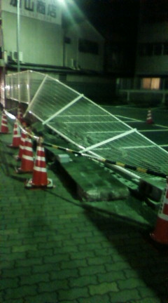 駐車場の壁崩落!?