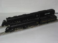 ビッグボーイ(奥)&Y6b蒸気機関車(前)